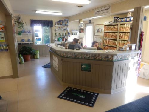 Front-office-of-Riverside-Veterinary-Clinic-1024x768